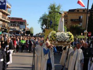 Fonte Nuova. Emozioni per l'arrivo della Madonna Pellegrina di Fatima: una tradizione cattolica che si rinnova