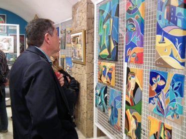 """Mentana. """"Parata di Primavera"""" al Centro Arkade: grande successo di pubblico e apprezzamenti per le opere esposte"""